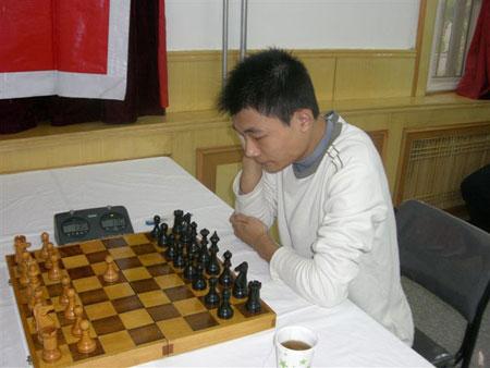 图文-国象甲级联赛第14轮激战棋手对局态度认真