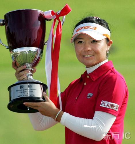 张娜日巡赛实现惊天逆转奋力猛追六杆夺第四冠