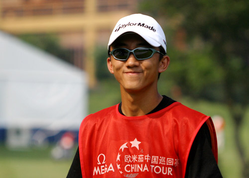 图文-中巡赛广州站第一轮结束这个球童有点眼熟