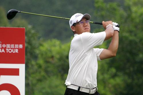图文-中巡赛广州站第二轮开杆王雷开球力量足