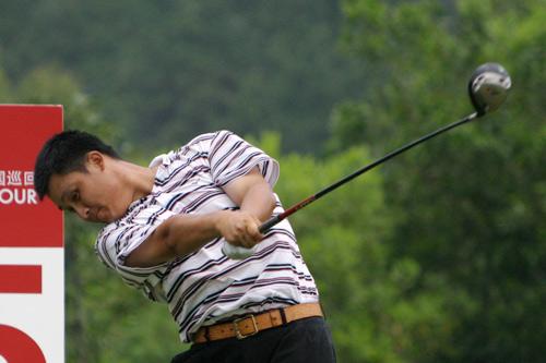 图文-中巡赛广州站第二轮开杆张萌次轮78杆