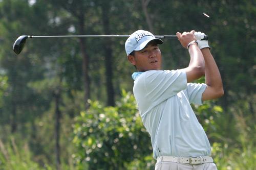 图文-中巡赛广州站第三轮开杆球员李超后来居上