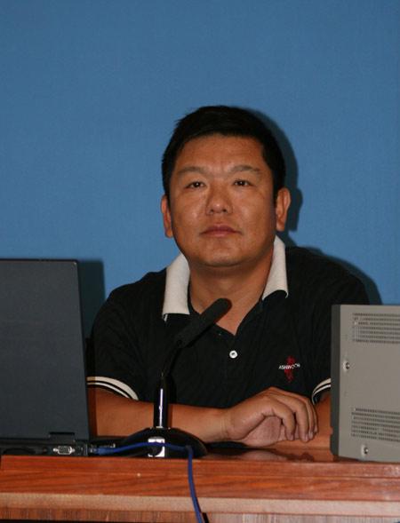 图文-新浪视频直播英国公开赛林湘教练评球现场