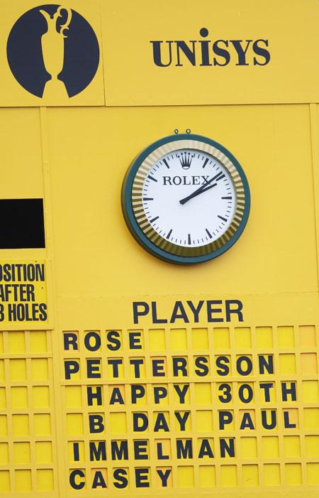 图文-英国公开赛第三轮祝贺卡西30岁生日的记分板