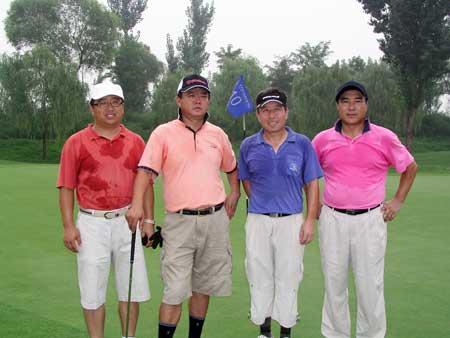 图文-京华高尔夫球会月例赛最佳组合留影京华球场
