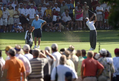 图文-第89届美国PGA锦标赛开杆伍兹攻第12洞