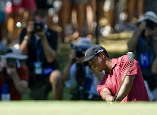 图文-美国PGA锦标赛伍兹风采短杆攻击胸有成竹