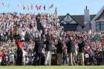 图文-PGA锦标赛颁奖典礼向世界展示加冕的奖杯