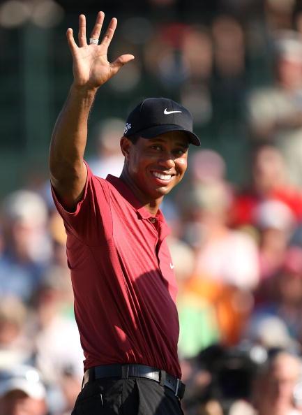 图文-PGA锦标赛颁奖典礼老虎奖杯已在双手