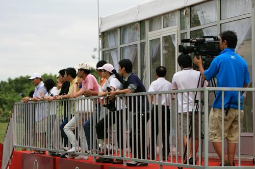 图文-中巡赛厦门站第三轮花絮等待领先组归来