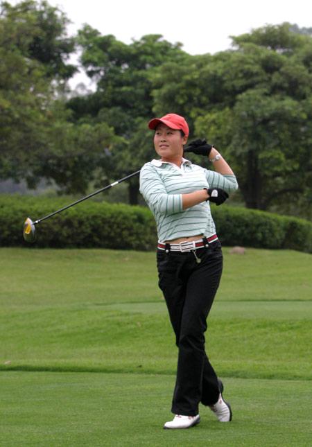 图文-俱乐部联赛中南分区赛女选手轻松备战