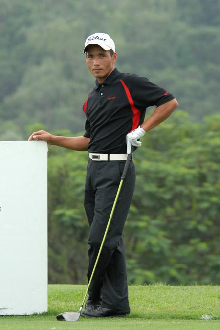 图文-中南分区赛第二轮男子组吴伟煌轻松出战
