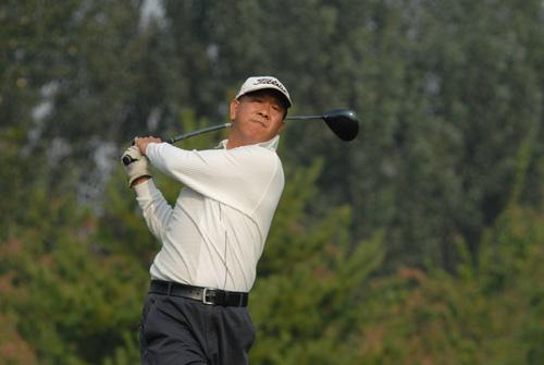 图文-首都媒体十月月例赛开杆球场潇洒挥杆