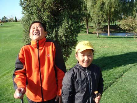 文-天一高尔夫系列赛 张进王可心开心二人行_