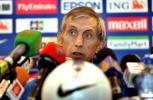 组图-亚洲杯1/4决赛前发布会乌兹别克队教练出席