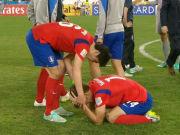 赛后韩国球员跪地黯然神伤 太极虎虽败犹荣!