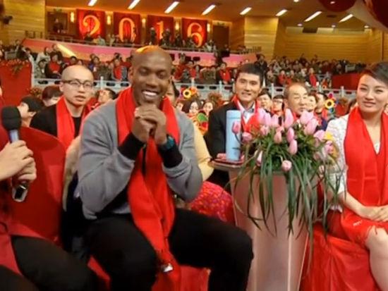 视频-马布里携姐姐登北京春晚 外来务工仔给您拜年