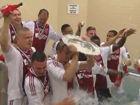 视频-阿贾克斯5:0夺队史32冠 球员水池疯狂庆祝