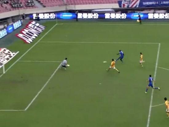 莫雷诺抢断分球 登巴巴前插推射戴帽