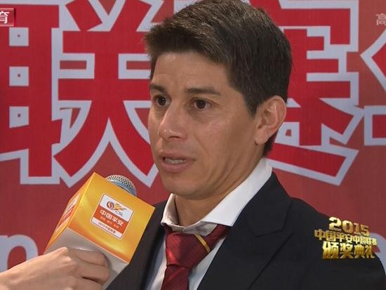 中超颁奖红毯孔卡采访:在上海生活很开