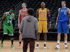 视频-NBA最新创意广告 巨星列队争宠小球迷