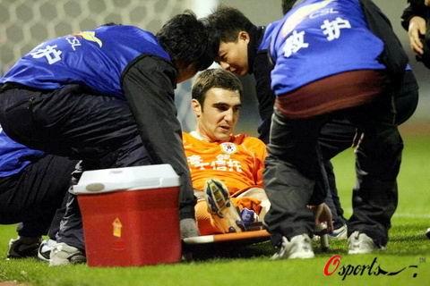 鲁能争冠战折损大将尼古拉左腿重伤恐告别本赛季