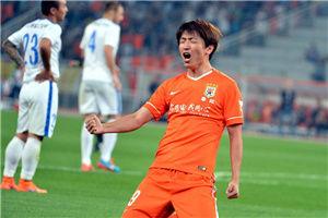 中超-杨旭双响 鲁能主场2-0申花登上积分榜首