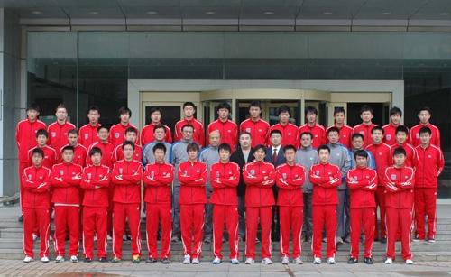 图文-2007中超诸强全家福青岛中能07赛季全家福