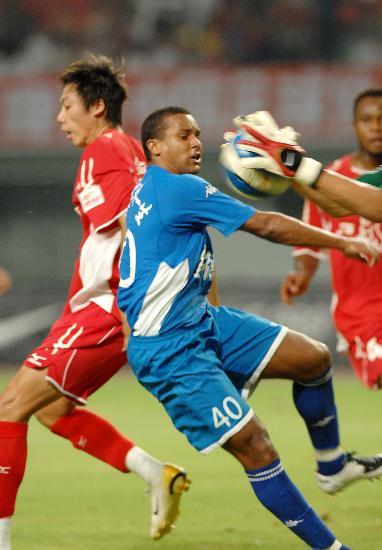 图文-[中超]长沙金德0-0厦门蓝狮桑德尔门前进攻
