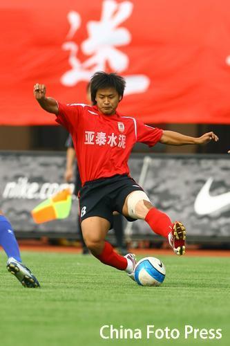 图文-长春亚泰2-1胜厦门蓝狮杜震宇罚入致胜点球