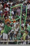 图文-[中超]北京国安2-3上海申花球迷打出9比1横幅
