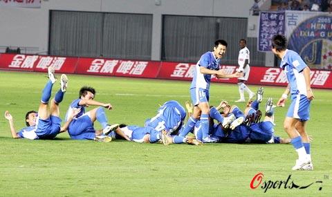 图文-[中超]上海申花2-0长沙金德队员们乐开了花