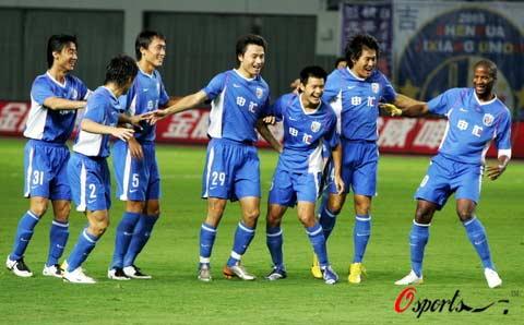 图文-[中超]上海申花2-0长沙金德队员们欢庆胜利