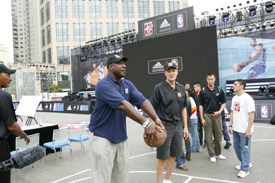 上海新天地太平湖阿迪达斯巨献NBA中国赛球迷中心