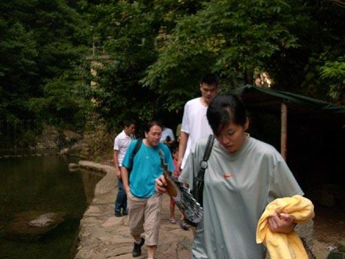 图文-姚明叶莉太湖源拍婚纱照叶莉防暑工作很全面