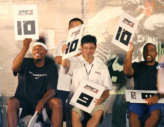 图文-NBA球星保罗-皮尔斯到访北京皮尔斯给出10分