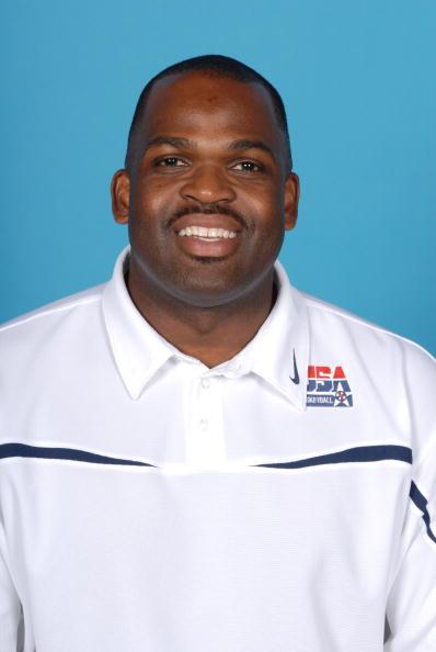 图文-美国男篮公布12人大名单助理教练N-麦克米兰
