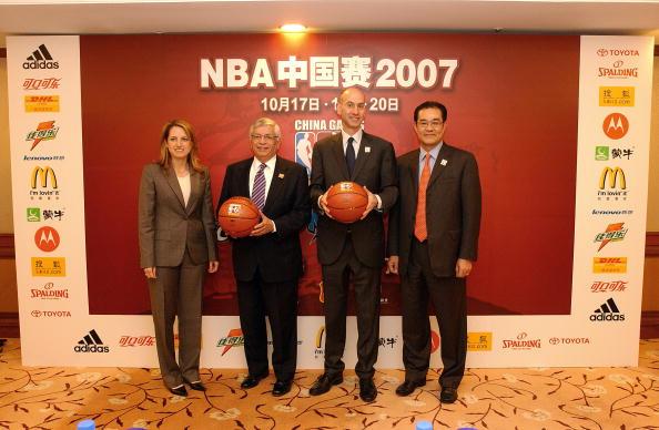 图文-NBA中国区CEO出席发布会CEO们合影留念