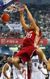 图文-[NBA中国赛]骑士86-90魔术琼斯在比赛中扣篮