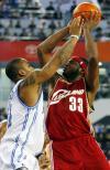 图文-[NBA中国赛]骑士86-90魔术布朗(右)跳投