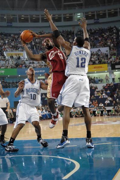 图文-[NBA中国赛]骑士86-90魔术詹姆斯单挑霍华德