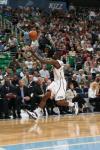图文-[常规赛]火箭106-95爵士布鲁尔追逐篮球
