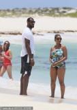 詹姆斯与女友海滩秀恩爱