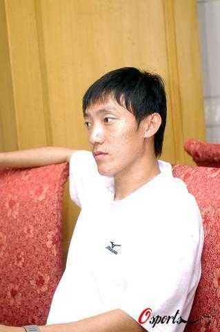 图文-国足赴香河备战曲波对昨晚的红牌仍耿耿于怀