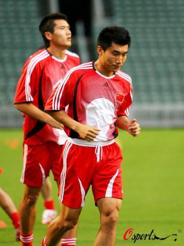 图文-国足香港训练备战回归杯足球赛双核在思考什么