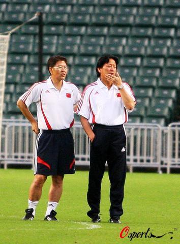 图文-国足香港训练备战回归杯足球赛朱帅胜算几何?