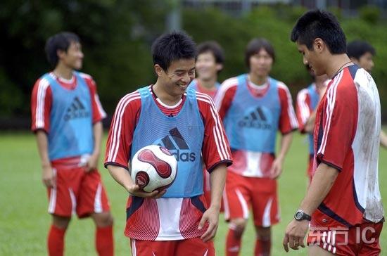 图文-国足香港训练课备战回归杯两只神奇左脚斗法