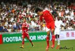 图文-[回归杯]中国队VS明星联队杜威争顶头球