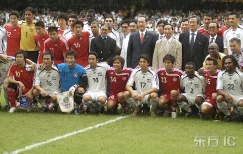 图文-[回归杯]中国联队2-0明星联队队员及官员合影