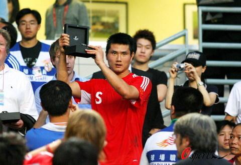图文-[回归杯]中国联队2-0明星联队邵佳一获最佳